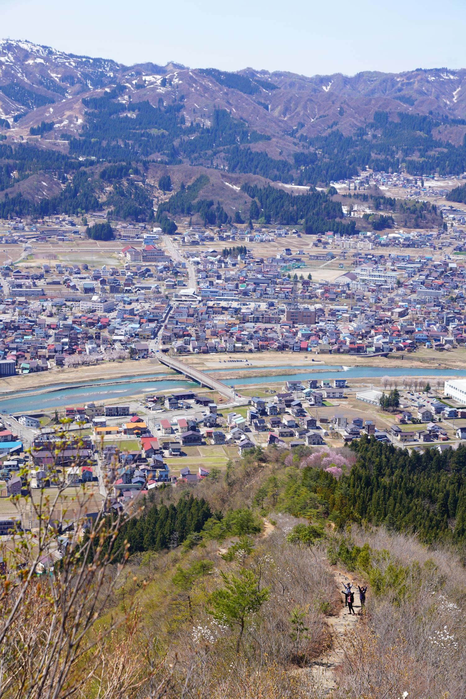 南魚沼 坂戸山 カタクリハイキング